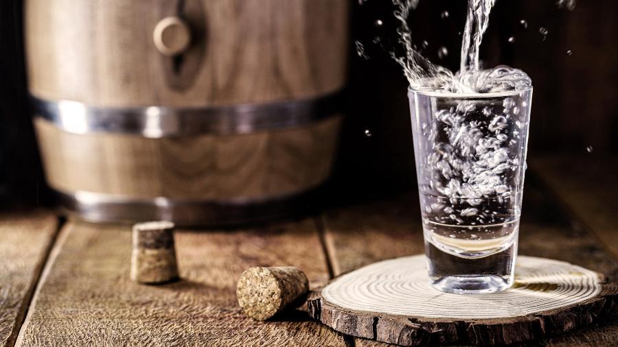 Assim como vinho e cerveja, cachaça existem em diferentes tipos e combina com muitos pratos: veja como apreciar - Getty Images/iStockphoto