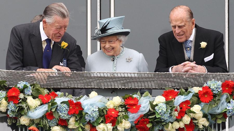 01.06.2013 - Sir Michael Oswald, rainha Elizabeth 2ª e príncipe Philip em evento de corrida de cavalos em Epsom (Reino Unido) - Danny E. Martindale/Getty Images