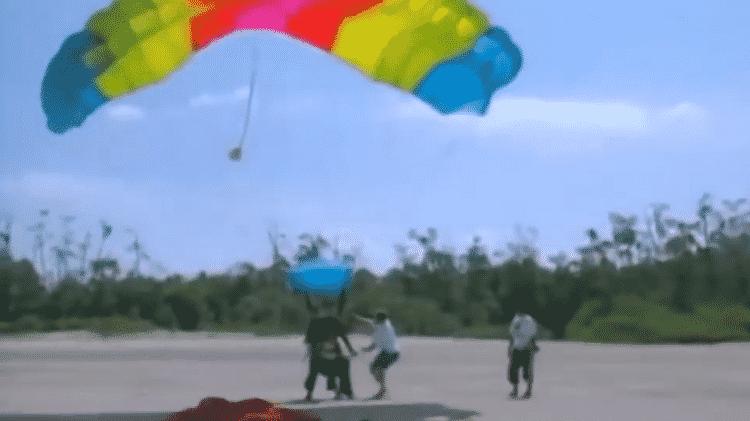Participantes chegaram de paraquedas na terceira edição de 'No Limite' - Reprodução - Reprodução
