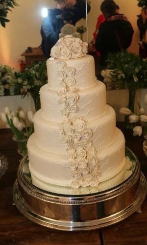 6.jun.2015- Detalhe do bolo de quatro andares do casamento
