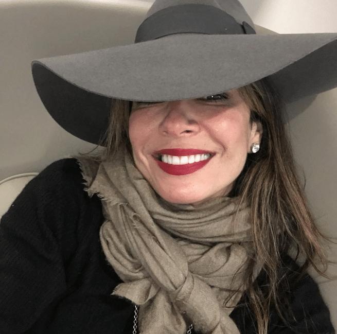 27.dez.2015 - A apresentadora Luciana Gimenez compartilhou um momento de suas férias em Nova York, nos Estados Unidos, diretamente do aeroporto JFK