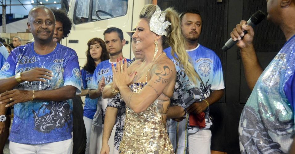 17.jan.2016 - Elaine Ranzatto foi coroada rainha de bateria durante o ensaio técnico da escola de samba do grupo de acesso, Caprichosos de Pilares na Marquês de Sapucaí na noite de sabado (16), no Rio de Janeiro.