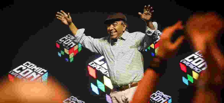 4.dez.2016 - Mauricio de Sousa saúda a plateia durante painel sobre o futuro da Mauricio de Sousa Produções na CCXP (Comic Con Experience) - Edson Lopes Jr./UOL