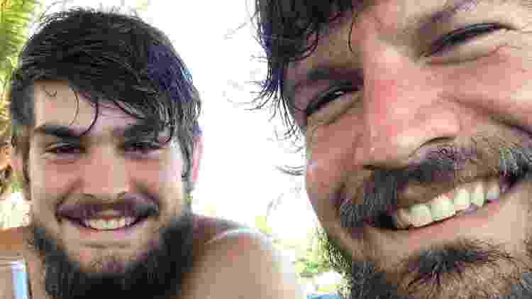 Cara de um, focinho do outro: Saulo Fernandes posa com o filho João Lucas - Reprodução/Instagram