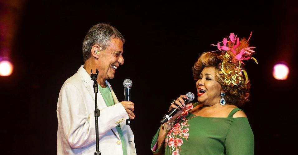 15.fev.2017 - Chico Buarque cantou com Alcione no Show de Verão da Mangueira no Tom Brasil, em São Paulo