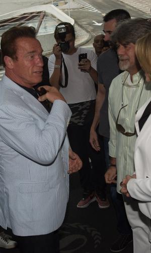 Arnold Schwarzenegger está entre nós! O ator chegou na manhã desta sexta-feira ao hotel Sheraton WTC, em São Paulo. Ele vem ao Brasil por causa do evento multiesportivo Arnold Classic South America, que vai até domingo na capital paulista, com competição em 37 modalidades, que reúne 10 mil atletas, inclusive os profissionais do bodybuilding e strongman