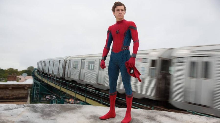 """Tom Holland como Peter Parker em cena de """"Homem-Aranha: De Volta Ao Lar"""" - Reprodução"""
