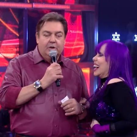 """Faustão não teve muita paciência com a cantora que, quando era criticada pelo juri técnico da """"Dança dos Famosos"""", queria se explicar pelas falhas - Reprodução/TV Globo"""
