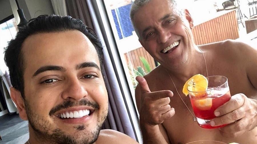 O sertanejo Henrique, da dupla com Diego, posa com o sogro, o repórter Mauro Naves - Reprodução/Instagram