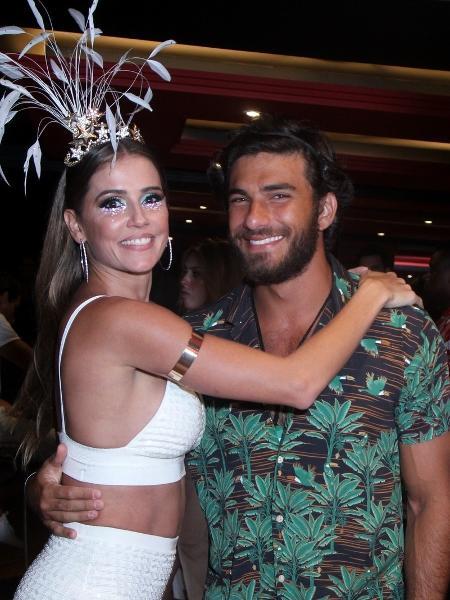 Deborah Secco e o marido, Hugo Moura, curtem camarote na Sapucaí  - Marcello Sá Barretto/Brazil News