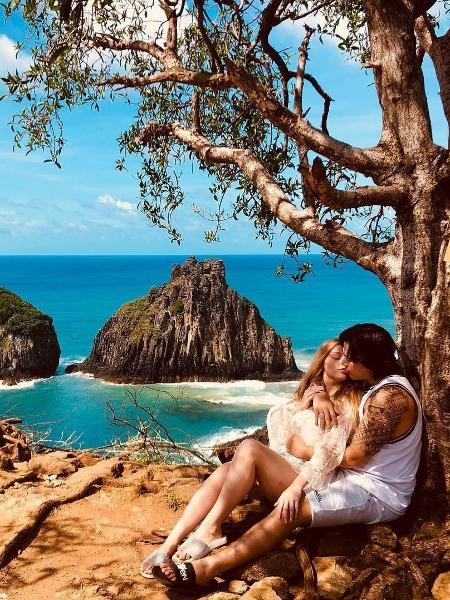 Whindersson Nunes aparece em clima romântico com mulher - Reprodução/Instagram/whindersson