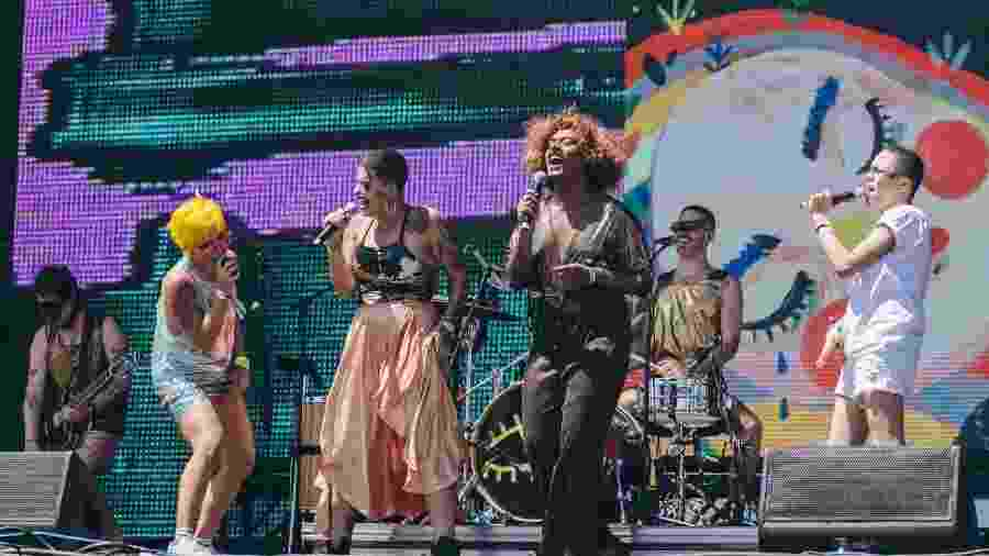 As cantoras Liniker e Maria Gadú se apresentam com a banda Francisco, el Hombre no último dia de Lollapalooza 2018 - Felipe Gabriel/UOL