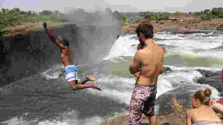 """Mesmo perto de um precipício, turista se joga na água da """"Piscina do Diabo"""" - Joe Pyrek/Creative Commons - Joe Pyrek/Creative Commons"""