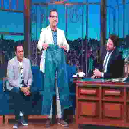 """Filho de Ramón Valdés (Seu Madruga), Esteban Valdés mostra calça que o pai vestia em """"Chaves"""" - Divulgação/SBT - Divulgação/SBT"""