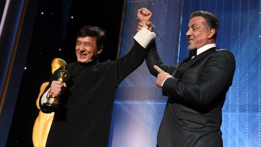 Sylvester Stallone entrega Oscar honorário para Jackie Chan - Reprodução