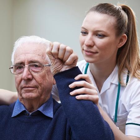 A técnica pode ajudar na recuperação de vítimas de acidente vascular cerebral (AVC) - iStock