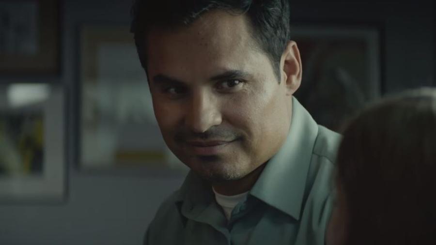 """Michael Peña no trailer do filme """"Extinção"""", da Netflix - Reprodução"""