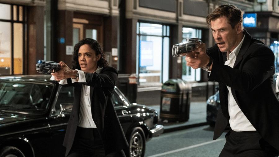 """Chris Hemsworth e Tessa Thompson em cena de """"Homens de Preto: Internacional"""" - Reprodução/Twitter"""