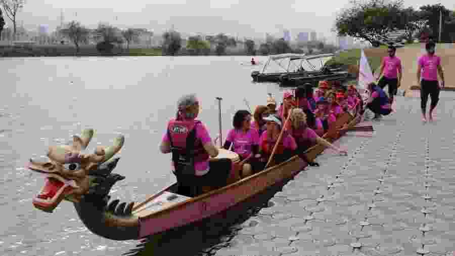 Remama existe desde 2013 e tem 40 integrantes; Elas praticam exercício no Dragão Rosa, como é batizado o barco delas - Natália Eiras/UOL
