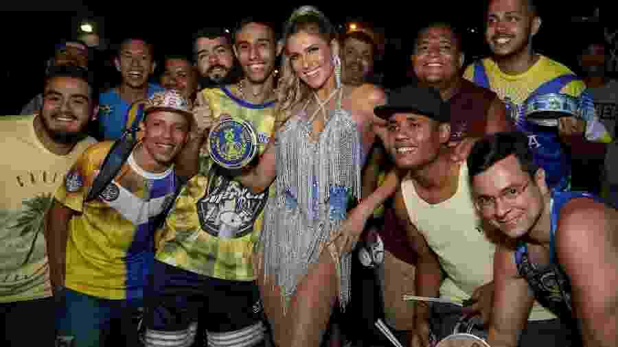 A apresentadora Lívia Andrade estreia como rainha de bateria da Paraíso do Tuiuti - ROBERTO FILHO / BRAZIL NEWS
