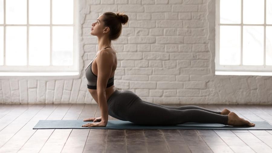 A prática regular de ioga pode combater depressão, estresse, doenças cardíacas e dores nas costas  - iStock