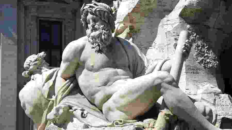Explorar o corpo e inventar novas poses: em tempos de isolamento, nudes masculinos podem ser aperfeiçoados - vladacanon/Getty Images/iStockphoto