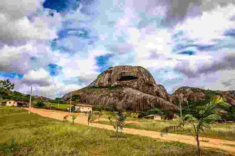 A Pedra da Boca, que dá nome ao parque estadual, vista à distância - Marco Pimentel/PBTUR - Marco Pimentel/PBTUR