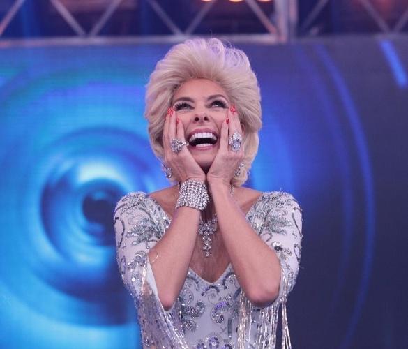 """Adriane Galisteu irá encarnar Hebe Camargo no programa """"Máquina da Fama"""",no SBT. Além da caracterização, Adriane vai usar um vestido do acervo da apresentadora, que morreu há três anos"""