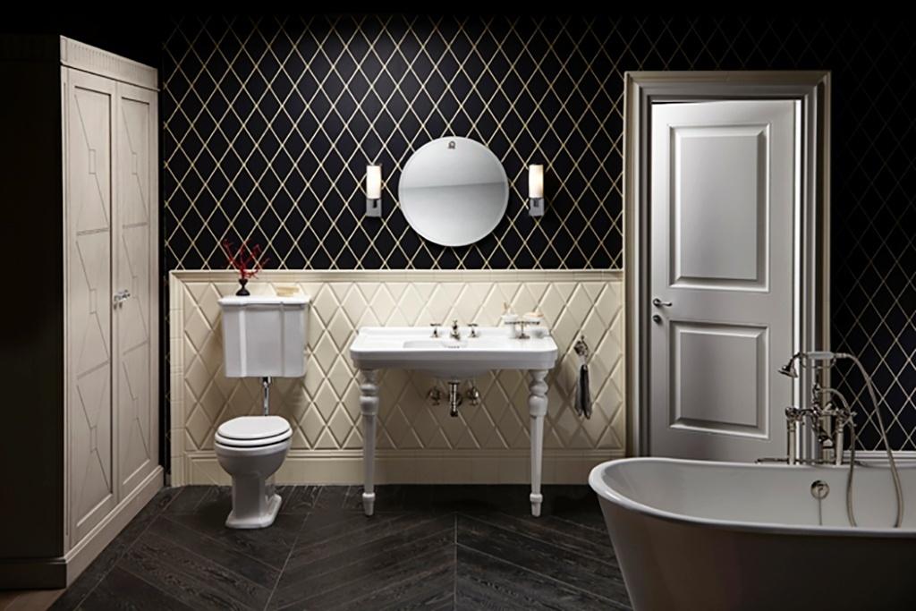 Geometrias - A Nova York do início do século 20 foi a inspiração para o desenvolvimento do projeto deste banheiro, pelo designer italiano Paolo Funghi. Minimalista, o espaço em branco e preto conta com azulejos hexagonais, louças brancas de linhas esbeltas e metais reluzentes. Destaque para as pernas de apoio da cuba, feitas de madeira