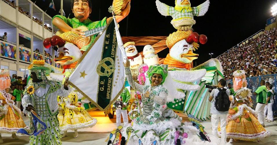 13.fev.2016 - Escola que homenageia a dupla Zezé Di Camargo e Luciano, Imperatris Leopoldinense abre o desfile das campeãs na Sapucaí