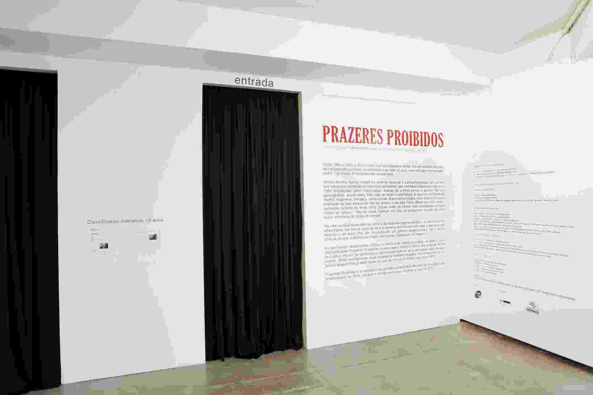 """Entrada da instalação """"Prazeres Proibidos"""" no Museu da Imagem e do Som, em São Paulo. Exposição mostra as particularidades da censura nas pornochanchadas - Leticia Godoy/Divulgação"""