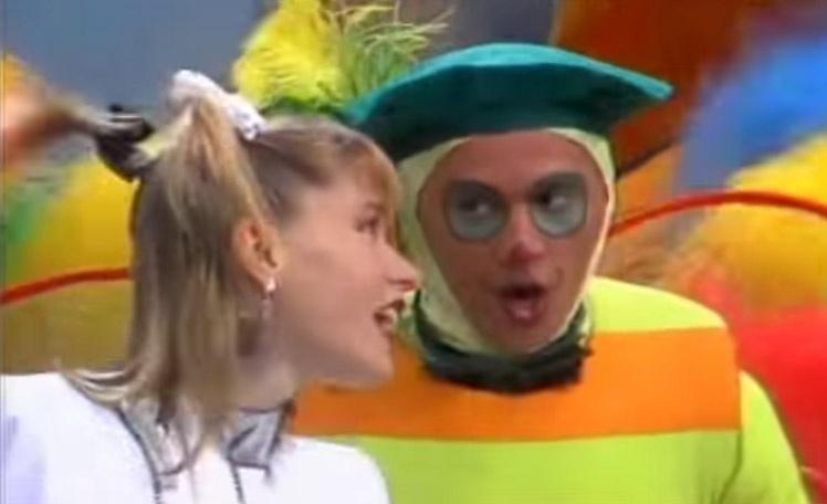 Dengue dança com Xuxa no programa infantil da Globo