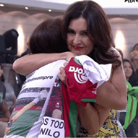 Dona Ilaídes ganha abraço de Fátima  - Reprodução/TV Globo