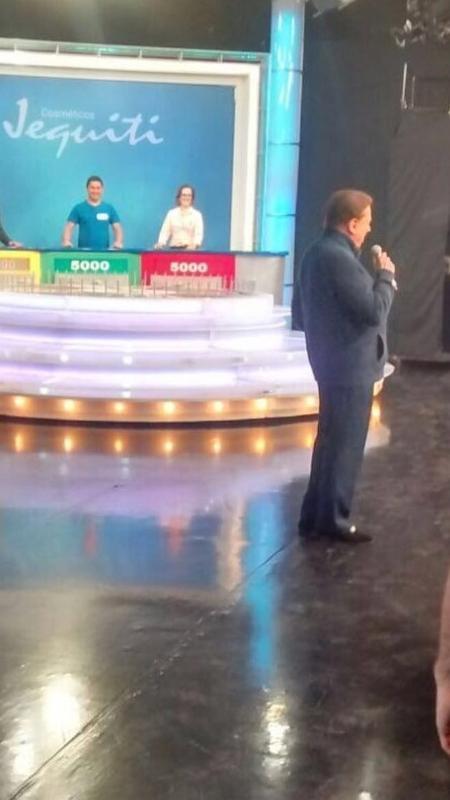 """Silvio Santos dirigindo o """"Roda a Roda"""", apresentado por Rebeca Abravanel - Daniela Beyruti"""