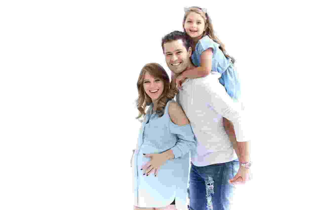 Família toda reunida, inclusive, a filha mais velha do casal, Maria Sophia, de 6 anos  - Thalita Castanha/Divulgação