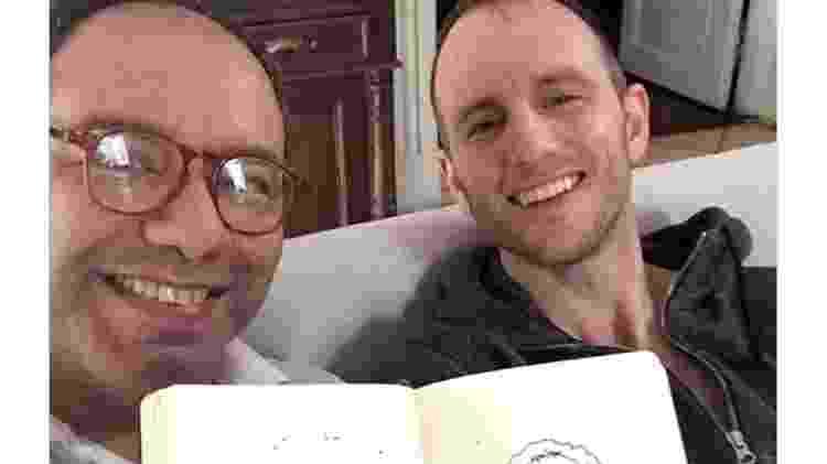 """""""Minha caricatura é mais bonita do que eu mesmo. Obrigado, Gebbia"""" - encontro de Artigas com o co-fundador do Airbnb, Joe Gebbia - Twitter/Reprodução - Twitter/Reprodução"""