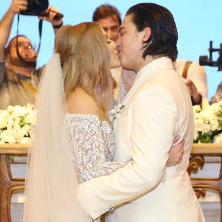 Whindersson Nunes e Luísa Sonza se beijam em casamento na capela de São Miguel dos Milagres, litoral de Alagoas - Manuela Scarpa/Brazil News