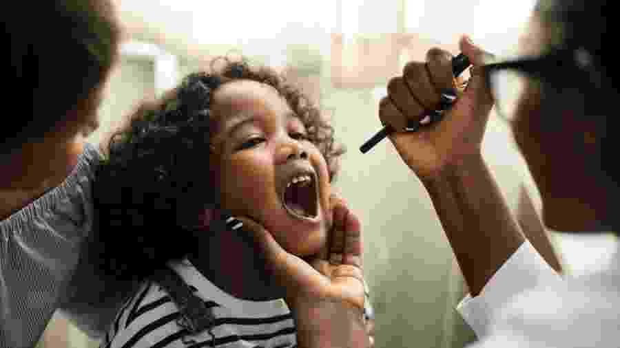 Para proteger seu filho de abuso sexual, você tem que estar do lado dele na consulta - Getty Images/iStockphoto