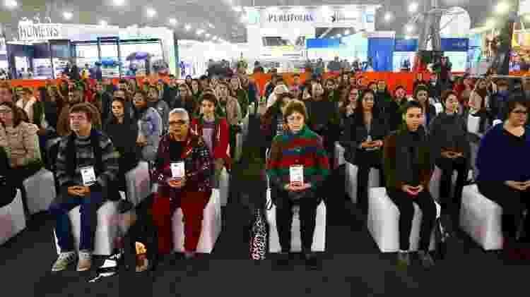 Público medita antes da palestra de Monja Coen na Bienal do Livro de São Paulo 2018 - Iwi Onodera/UOL - Iwi Onodera/UOL
