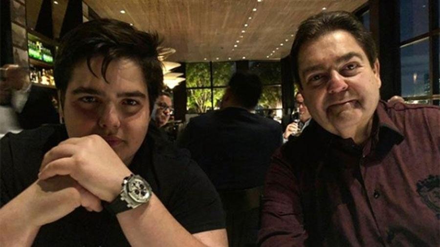 Filho de Faustão, João Guilherme, de 14 anos, posta foto com o pai em restaurante - Reprodução/Instagram