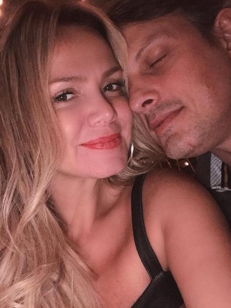 Eliana posa ao lado do marido - Reprodução/Instagram