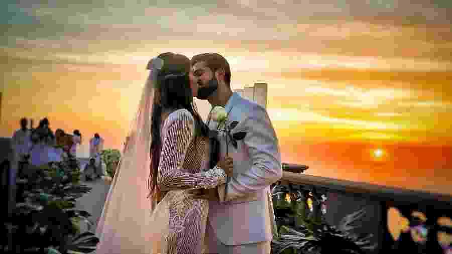 Alok e Romana Novais se casam aos aos pés do Cristo Redentor, no Rio - Rubens Cerqueira / Michel Castro