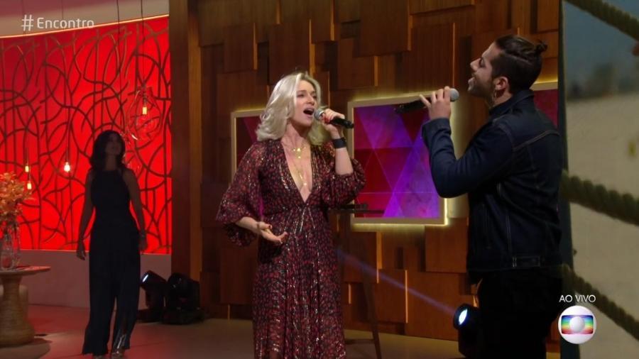 """Letícia Spiller e o cantor Dienis no """"Encontro"""" - Reprodução/Globo"""