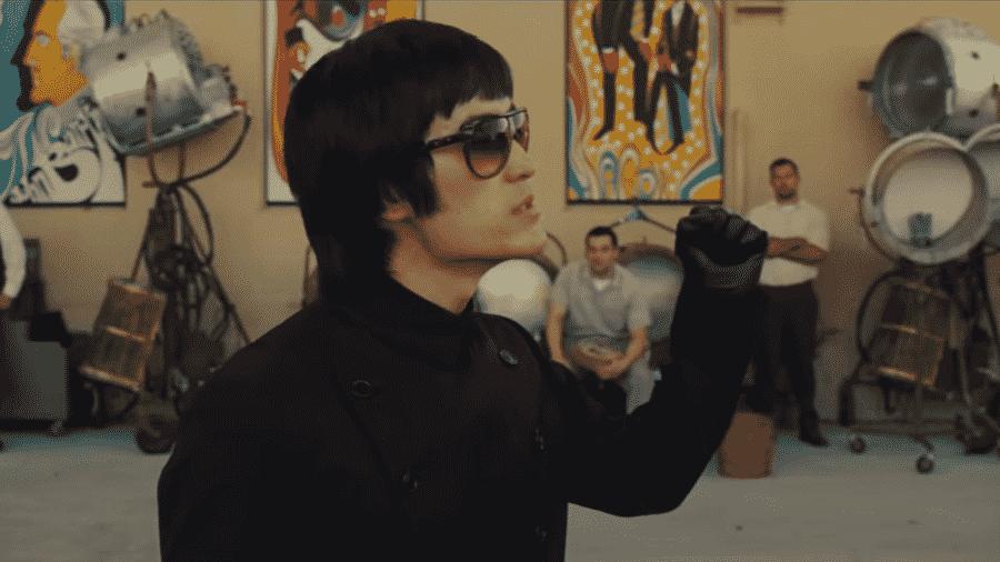 """Mike Moh como Bruce Lee em cena de """"Era Uma Vez em Hollywood"""" - Reprodução"""