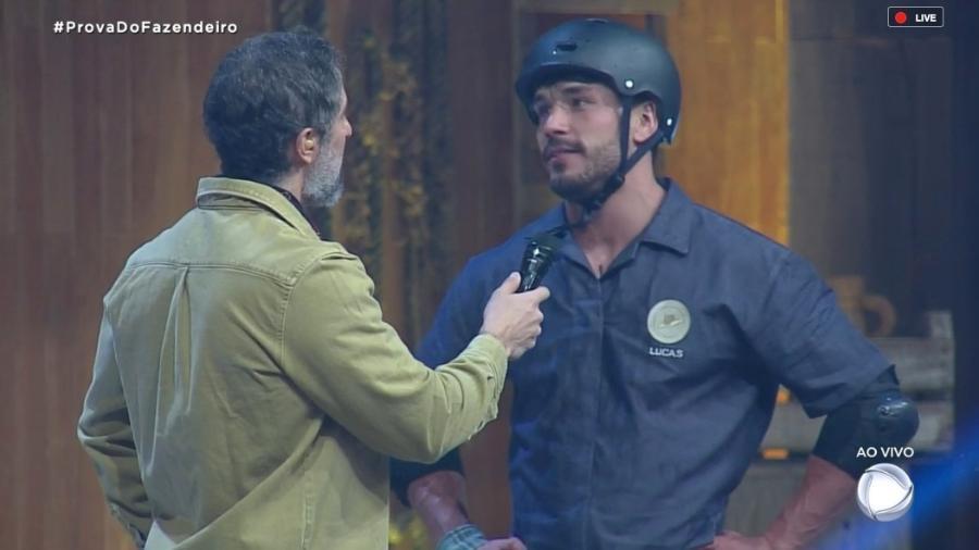 Marcos Marcos conversa com Lucas Viana após vitória em prova - Reprodução/RecordTV