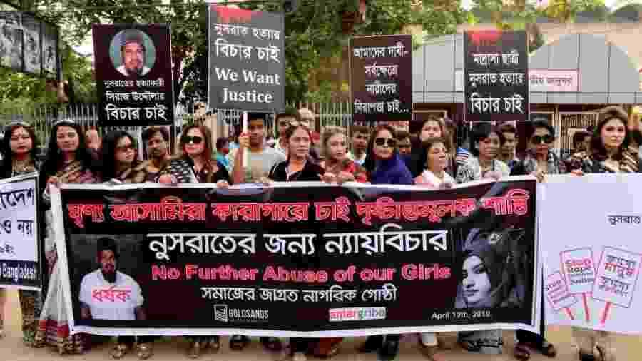 População de Bangladesh protesta após a morte da jovem Nusrat Jahan Rafi, que foi assassinada após denunciar caso de assédio sexual - Mamunur Rashid/NurPhoto/Getty Images