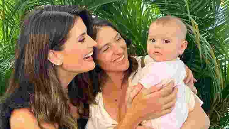 A tia, Isabella Fiorentino, posa ao lado de Carol e se derrete pela sobrinha Angelina - Reprodução / Instagram