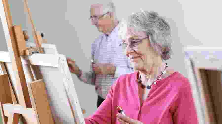 Pessoas que vivem mais tempo e com mais qualidade controlam melhor o estresse, e ter um hobby ajuda nisso - iStock