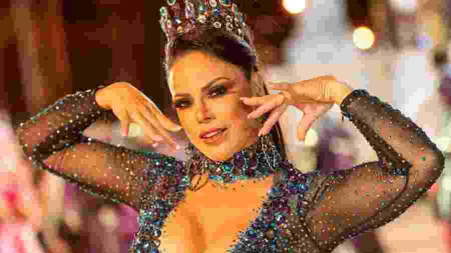 """""""Contagem Regressiva. Vem Carnaval! Minha roupa está ficando linda. Umas das mais lindas que usei"""", disse Alice Alves - Divulgação"""