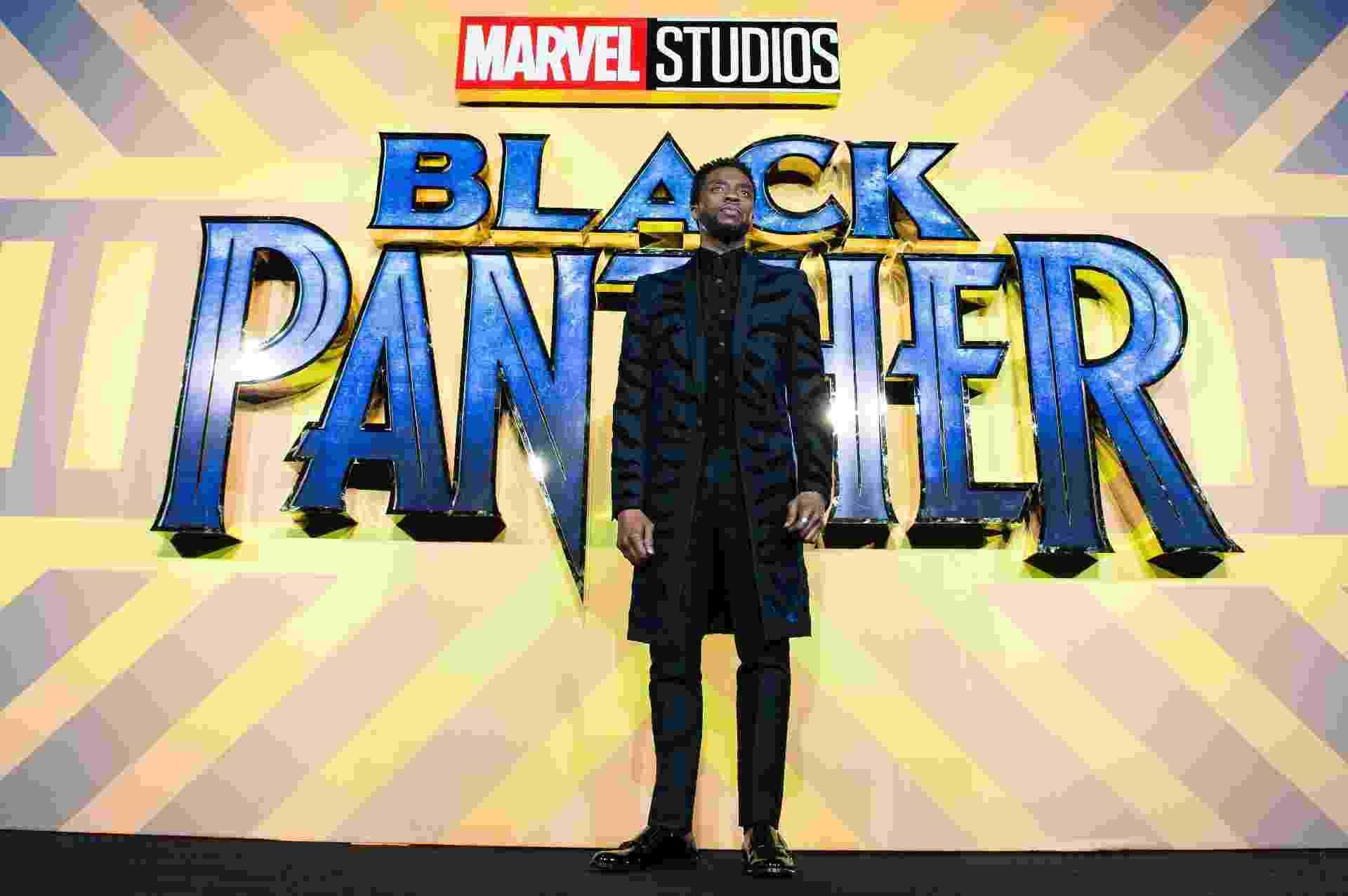 8.fev.2018 - Chadwick Boseman posa para foto durante evento de lançamento do filme Pantera Negra em Londres (Inglaterra) - Jeff Spicer/FilmMagic/Getty Images